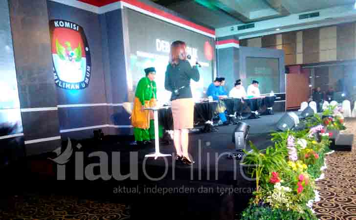 Debat-Publik-Pilwako-Pekanbaru.jpg