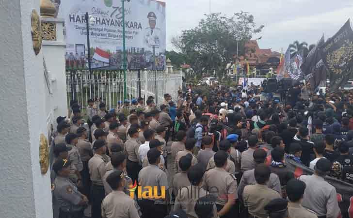 Demo-Suporter-PSPS-Riau.jpg