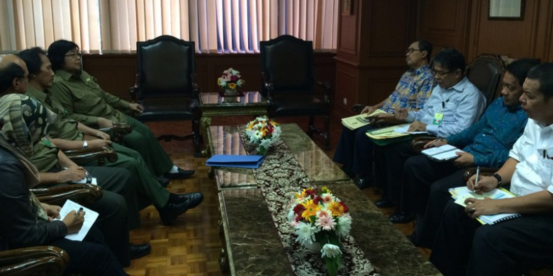 Dialog-Menteri-Siti-Nurbaya-Bupati-Syamsuar.jpg