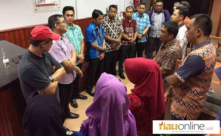 Dirut-Bank-Riau-Kepri-Beri-Motivasi-Karyawan-di-Tarempa.jpg