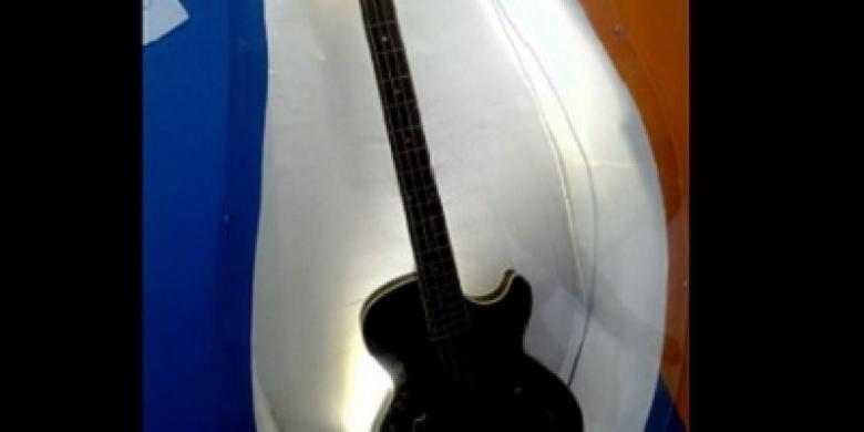 Gitar-Metalica-Jokowi1.jpg