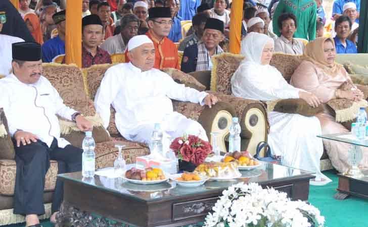 Gubernur-Andi-Rachman-saat-Idul-Adha.jpg