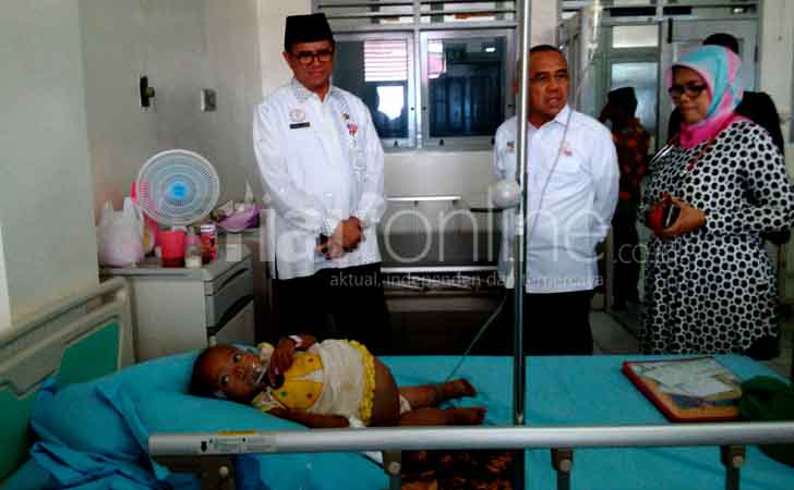 Gubernur-Riau-Andi-Rachman-Kunjungi-Sheyla.jpg