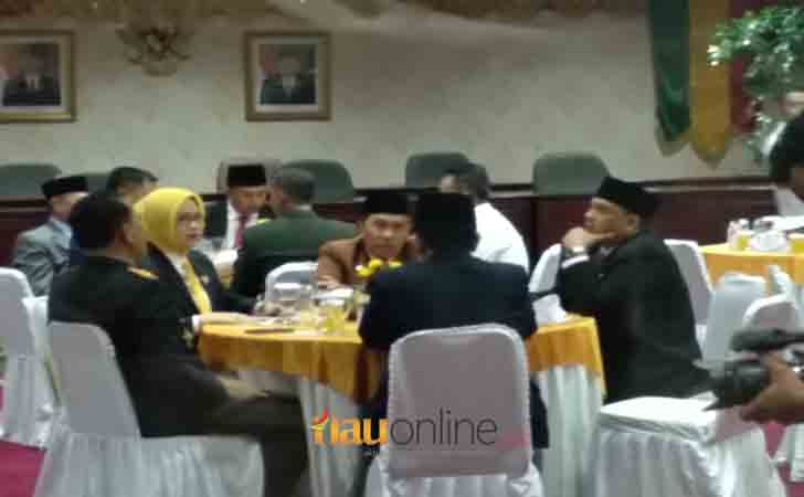 Gubernur-Riau-Syamsuar-Makan-Siang.jpg