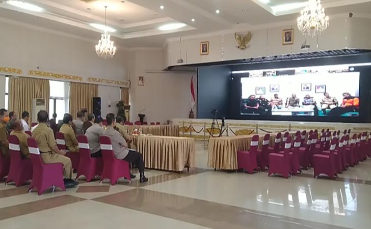Gubernur-Riau-Video-Conference-dengan-para-bupati-dan-wali-kota.jpg