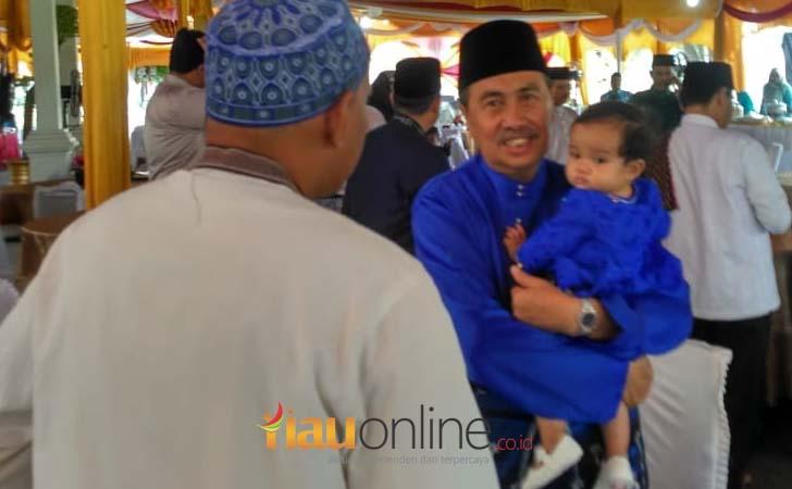 Gubernur-Riau-dan-Cucu.jpg