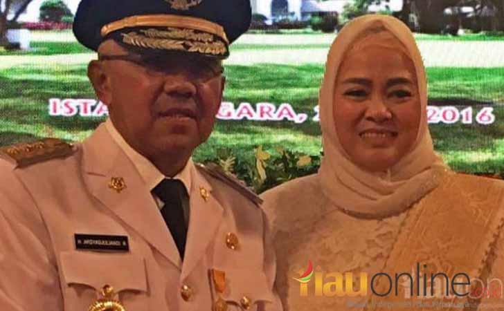 Gubernur-Riau-dan-Istri.jpg