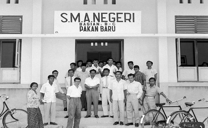 Guru-dan-Siswa-siswa-SMAN-1-Pekanbaru.jpg