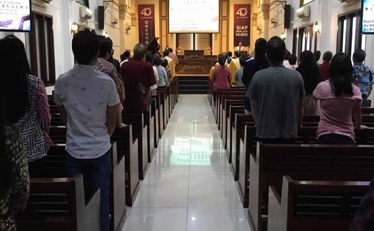 Ilustrasi-ibadah-di-gereja.jpg