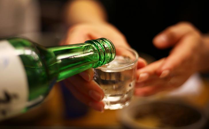 Ilustrasi-minum-minuman-keras.jpg