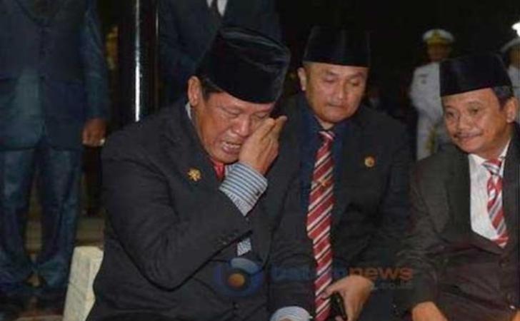 Isdianto-saat-menangis.jpg