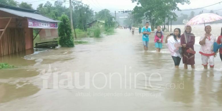 Jalan-Sumbar-Riau-Terendam-Banjir.jpg