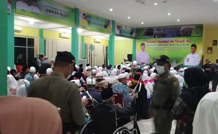 Jemaah-Haji-Pekanbaru-Tiba.jpg