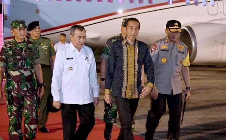 Jokowi-Mendarat-di-Pekanbaru.jpg