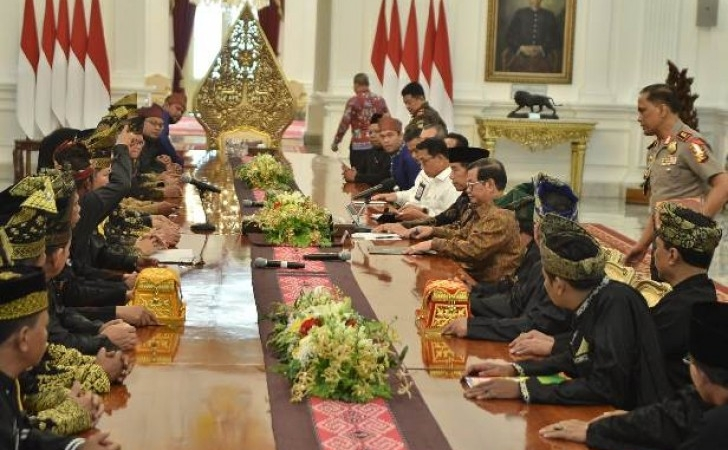 Jokowi-sambut-LAMR.jpg