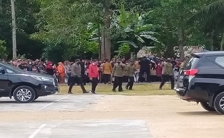 Jokowi-tanam-mangrove4.jpg