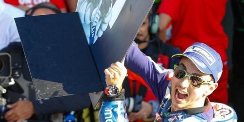 Jorge-Lorenzo-Juara-MotoGP-Valencia.jpg