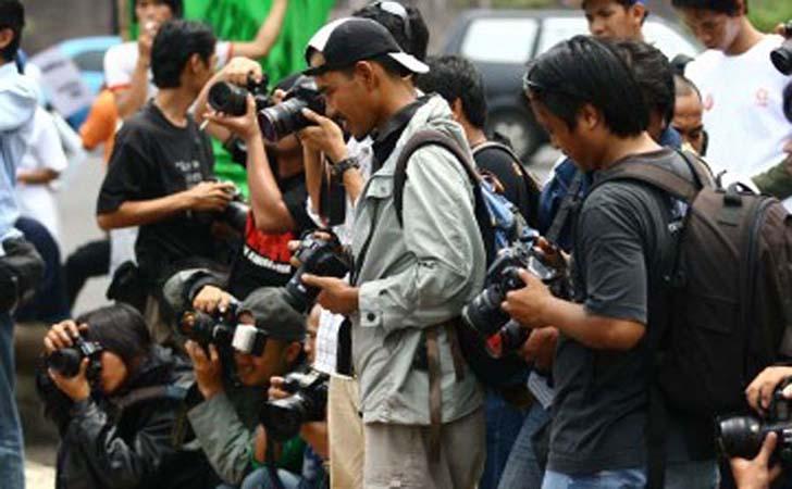 Jurnalis-bertugas.jpg