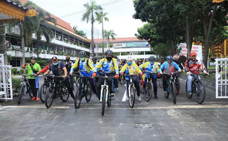 Kamis-Bersepeda.jpg