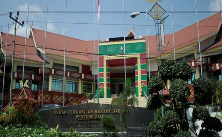 Kantor-DPRD-Riau2.jpg