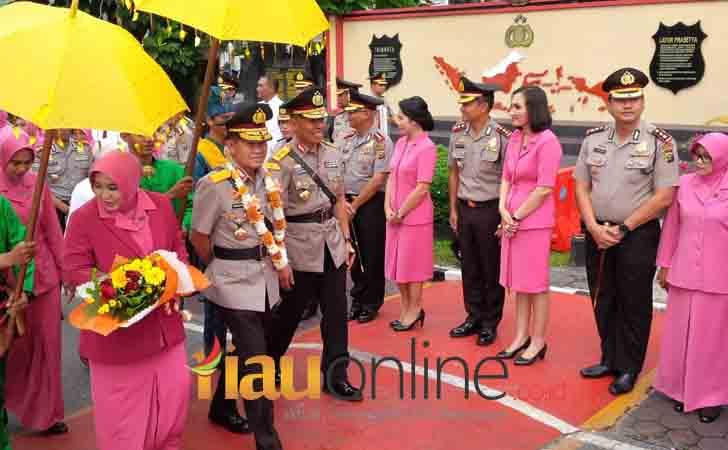 Kapolda-Riau-Brigjen-Pol-Nandang.jpg