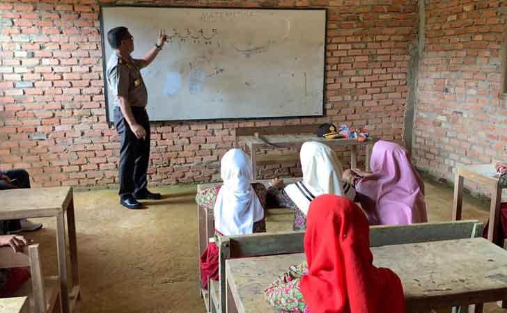 Kapolda-Riau-Jadi-Guru-Matematika.jpg