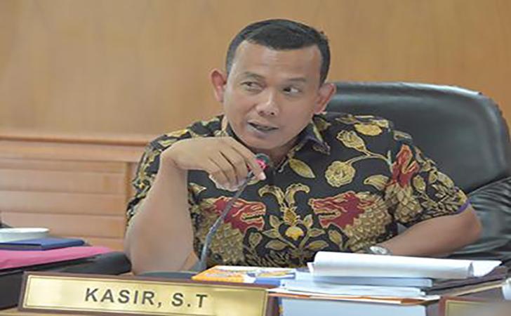 Kasir-DPRD-Riau2.jpg