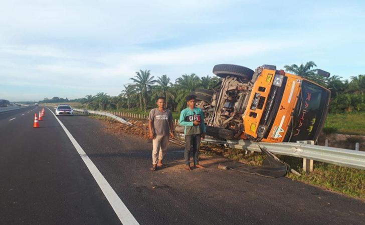 Kecelakaan-di-Tol-Permai2.jpg