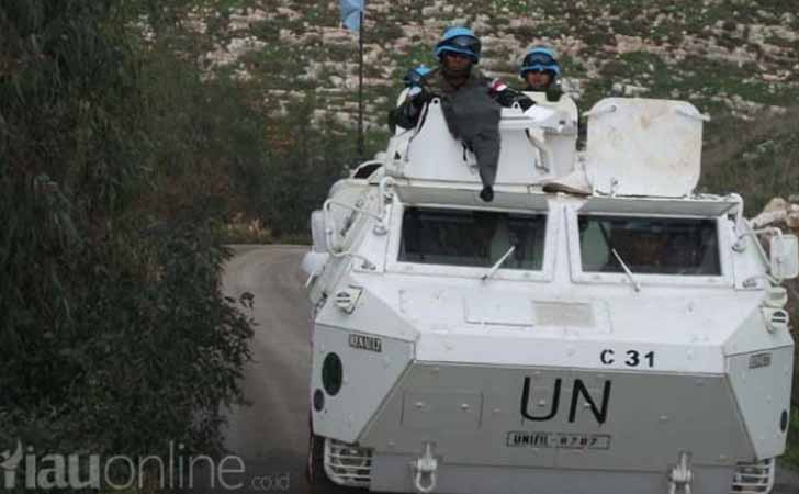 Kendaraan-Anoa-6-di-Lebanon.jpg