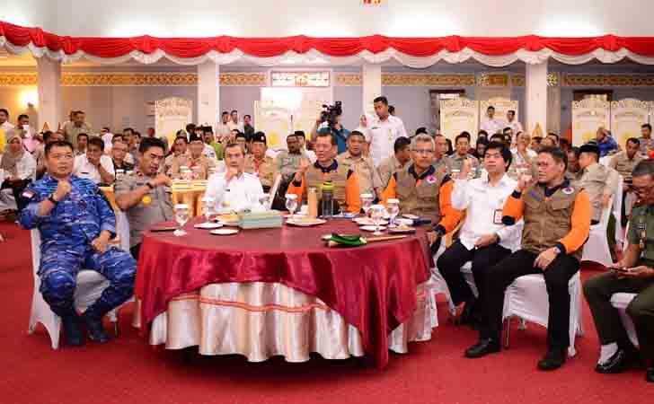 Kepala-BNPB-dan-Gubernur-Riau.jpg