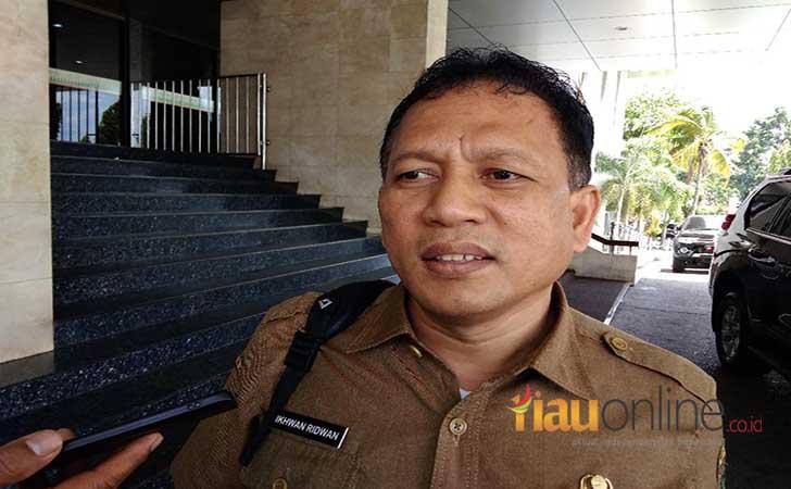Kepala-Badan-Kepegawaian-Daerah-Riau-Ikhwan-Ridwan.jpg