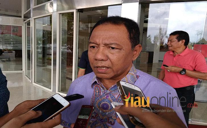 Ketua-KONI-Riau-Emrizal-Pakis.jpg