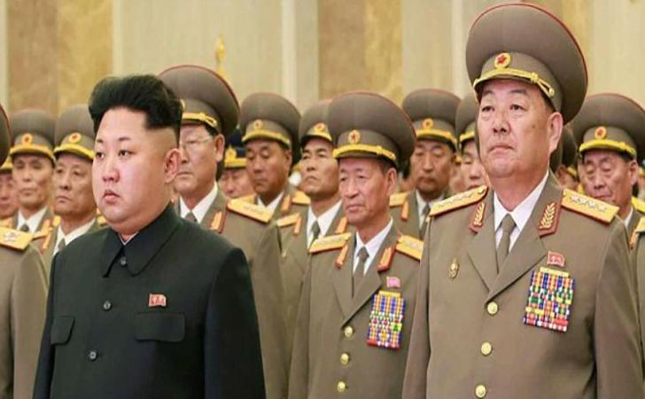 Kim-Jong-Un-dan-pejabatnya.jpg