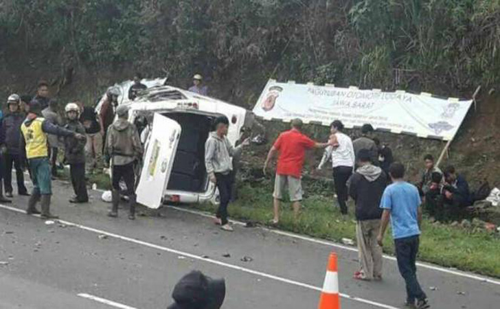 Kondisi-minibus-kecelakaan-di-Tanjakan-Emen.jpg