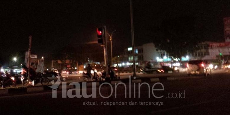 Lampu-Padam-di-Soekarno-Hatta-dengan-Arifin-Achmad.jpg