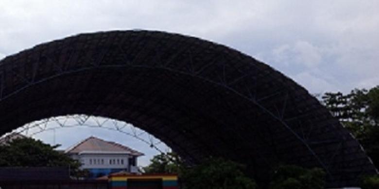 Lapangan-Tenis-DPRD-Riau.jpg