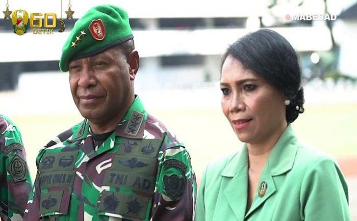 Letjen-TNI-Purn-Joppye-Onesimus-Wayangkau.jpg
