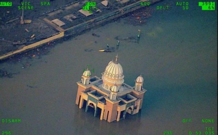 Masjid-Apung-di-Talise.jpg