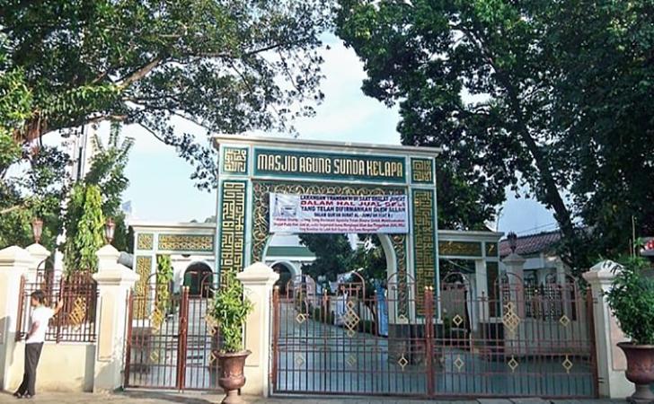 Masjid-Sunda-Kelapa.jpg