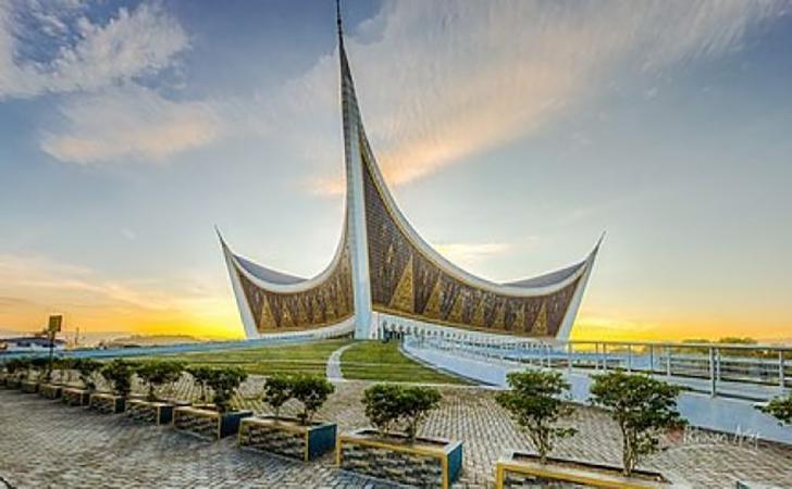 Masjid-raya-sumbar.jpg