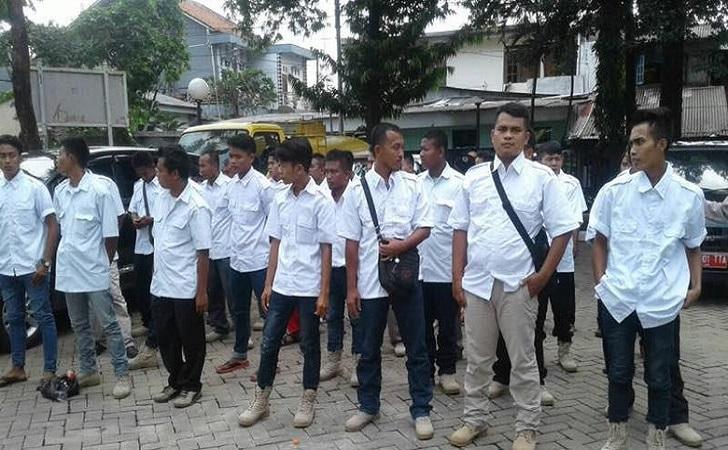 Massa-Bukan-Warga-Jakarta.jpg