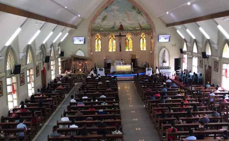 Misa-Natal-di-Gereja-Santa-Maria.jpg
