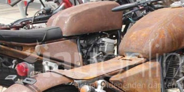 Motor-Modifikasi-Gaya-Klasik-1980-an.jpg