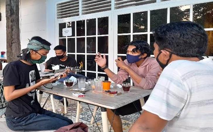 Nongkrong-di-cafe.jpg