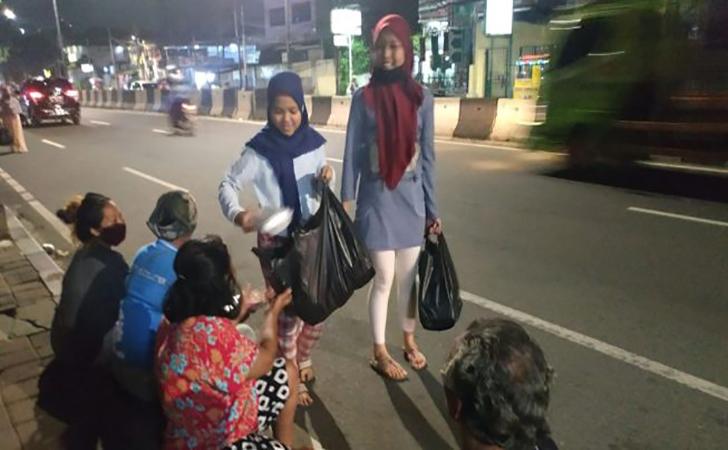 Orang-orang-yang-kehilangan-pekerjaan-terpaksa-tidur-di-jalanan-Tanah-Abang.jpg