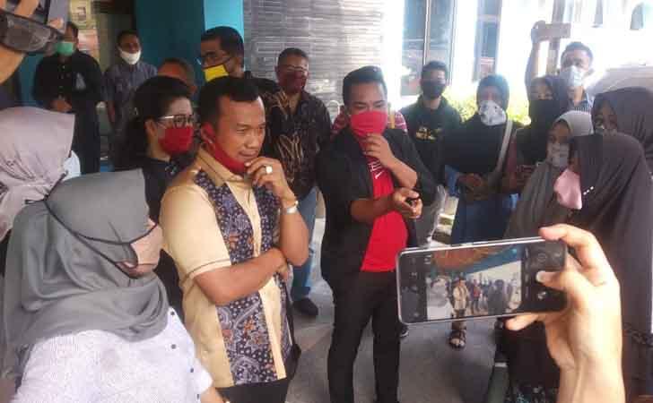 Orangtua-Curhat-ke-Wakik-Ketua-DPRD-Riau.jpg