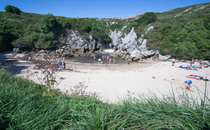 Pantai-Gulpiyuri.jpg