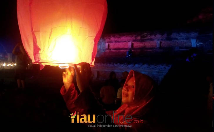 Pelepasan-Lampion-ke-Angkasa-Raya.jpg