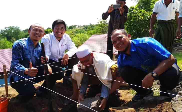 Peletakan-batu-pertama-sekolah-di-Lombok.jpg