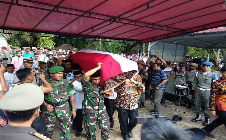 Pemakaman-Bupati-Aziz-Zaenal.jpg